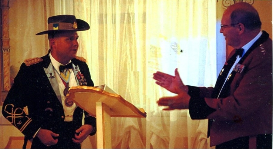 The Hon Col Emeritus presents an UNSWR hat to a US Colonel